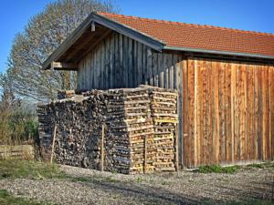 Günstig Brennholz Kaminholz Kaufen in Zusamaltheim - Bayern