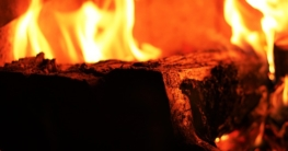 kamin mit brennholz richtig anzünden