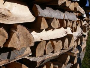 fichtenholz scheite als kaminholz